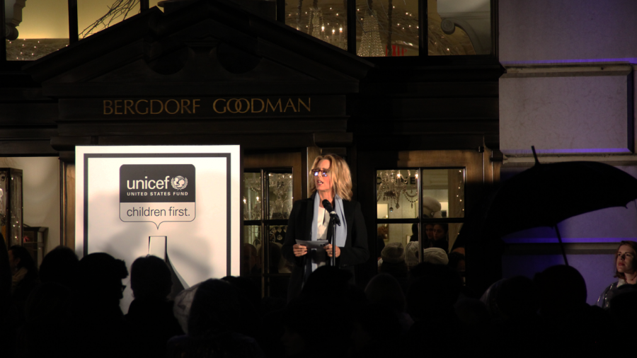 BERGDORF GOODMAN HOLIDAY 2014 WINDOW UNVEILING Tea Leoni
